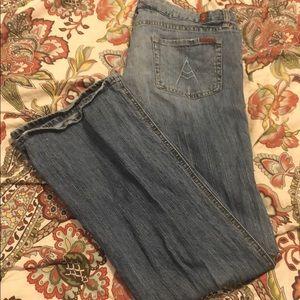 7FAM Size 32 jeans. Light wash Inseam 32